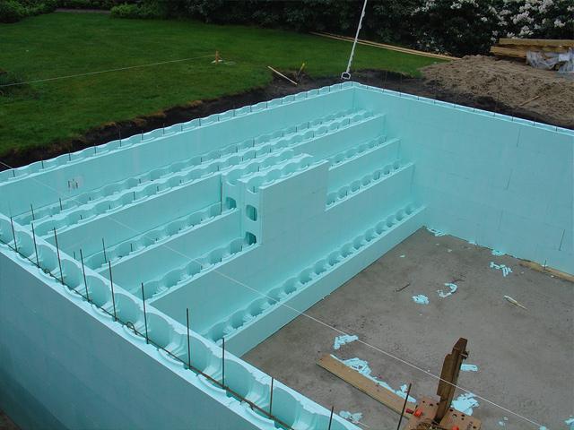 Isomo blokken zwembad